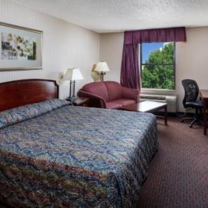 Hotels near Yorktown Freight Shed - The Mulberry Inn And Plaza At Fort Eustis