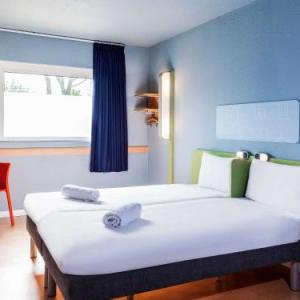 Hotels near Broadway Theatre Barking - ibis budget London Barking