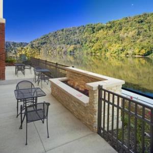 Hotels near Sandcastle Waterpark - Hampton Inn & Suites Pittsburgh/Waterfront-West Homestead