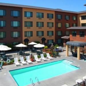 Paradise Performing Arts Center Hotels - Oxford Suites Chico