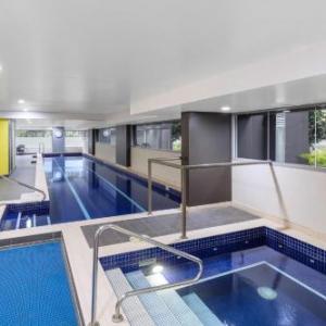 Hotels near The Roundhouse Kensington - Meriton Suites Zetland