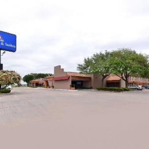 Hotels near Victoria Fine Arts Center - Americas Best Value Inn And Suites Victoria