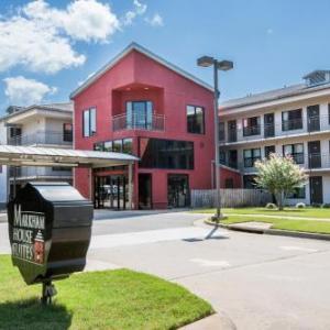 Hotels near War Memorial Stadium Little Rock - Markham House Suites Little Rock Medical Center