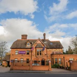 Hotels near Queen's Theatre Hornchurch - Harefield Manor Hotel