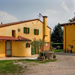 Book Now La Brenta Vecchia (Vigodarzere, Italy). Rooms Available for all budgets. Offering quiet moments in a green area 10 km from Padua La Brenta Vecchia is in the Brenta Natural Park. It features a restaurant garden with playground and air-conditioned ro