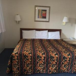 Hotels near Tarheel Opry House - Coastal Motel