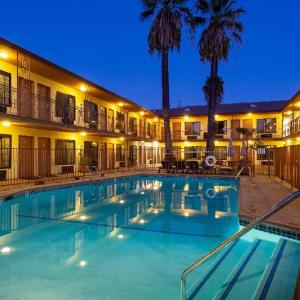 Hotels near Los Angeles Valley College - Studio City Court Yard Hotel
