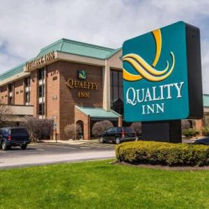 Hotels near Shaw's Crab House Schaumburg - Quality Inn Schaumburg
