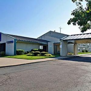 Hotels near FireLake Arena - Baymont Inn & Suites Shawnee