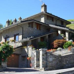 Book Now B&B Les Fleurs (Gignod, Italy). Rooms Available for all budgets. Set 4 km from Aosta B&B Les Fleurs is a 5-minute drive from the Pila cable railway. It offers a garden a terrace and mountain-view rooms. A free private parking and a free