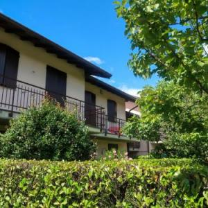 Book Now Locazione Turistica Blue Lagoon (Monvalle, Italy). Rooms Available for all budgets. Apartment Monvalle I Monvalle is located in Besozzo 1 km from a beach. It offers outdoor swimming pool for shared use.The two-bedroom apartment will provide you with a living