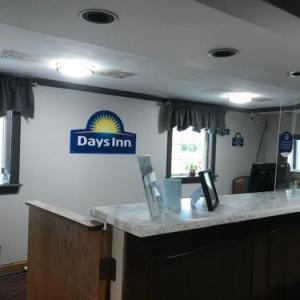 Hotels near Loraine County Speedway - Days Inn by Wyndham Amherst