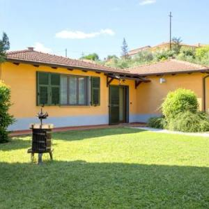 Book Now Montebello Bilo A (Bolano, Italy). Rooms Available for all budgets. A small and charming residence nestled in the hills surrounding La Spezia.This residence is made up of 5 holiday homes. created within 3 houses. Fully immersed in nature. amon