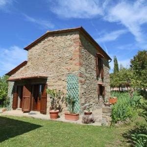 Book Now Malva Quattro (Castelfranco di Sopra, Italy). Rooms Available for all budgets. Holiday Home Malva Quattro Castelfranco Di Sopra is located in Castelfranco di Sopra and offers access to a shared outdoor pool.This accommodation offers a living room with so