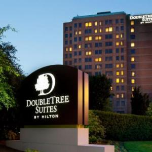 Hotels near Harvard Stadium - Doubletree Suites By Hilton Boston - Cambridge