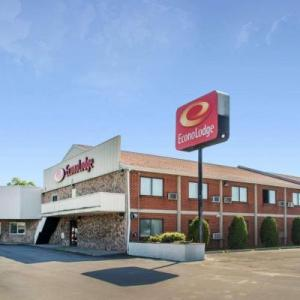 Hotels near Darien Lake Performing Arts Center - Econo Lodge Darien Lakes