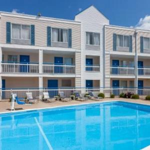 Three Sisters Park Hotels - Baymont by Wyndham Peoria
