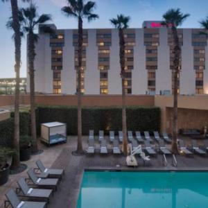 Theatre Banshee Hotels - Los Angeles Marriott Burbank Airport