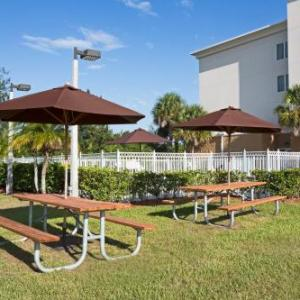 St. Lucie County Fairgrounds Hotels - Holiday Inn Express Hotel & Suites Fort Pierce West