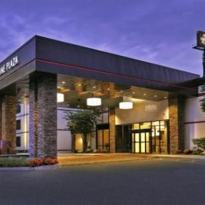 Hotels near Cultural Arts Theatre Rockland Community College - Crowne Plaza Hotel Suffern