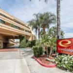 Econo Lodge Inn & Suites Riverside - Corona