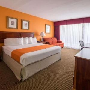 Hotels near Incahoots Fullerton - Howard Johnson Hotel&conf Cntr By Wyndham Fullerton/Anaheim