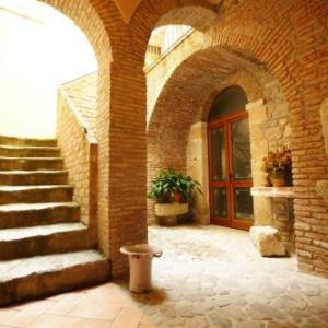 Book Now B&B Sciabake (Polizzi Generosa, Italy). Rooms Available for all budgets. Set in a 16th-century building in Sicily B&B Sciabakè is in Polizzi Generosa town centre. It offers air-conditioned rooms and a furnished garden.With free Wi-Fi class