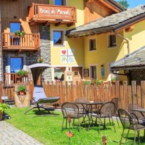 Book Now Relais Du Paradis (Introd, Italy). Rooms Available for all budgets. Featuring a furnished garden and terrace Relais Du Paradis is in Introd's historical centre a 15-minute drive from Aosta. It offers Alpine-style rooms a relaxing lounge with a