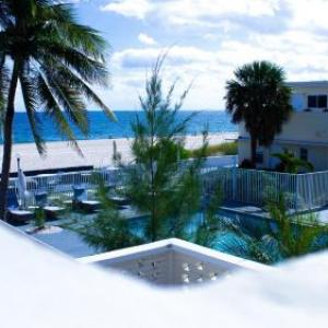 Rocketown Florida Hotels - Coral Tides Resort & Beach Club