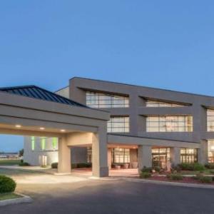 Hotels near City Center at Fat City - Radisson Hotel & Conference Center Champaign-Urbana