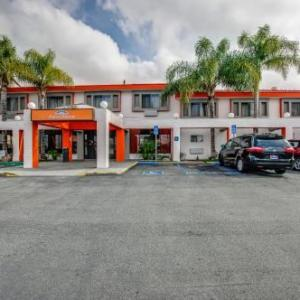 Cal State Northridge Hotels - Howard Johnson Inn And Suites Reseda