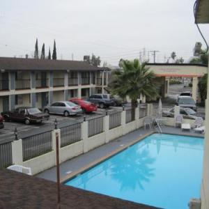 Oak Canyon Park Hotels - Howard Johnson Orange