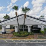 Econo Lodge Inn & Suites Florida Mall