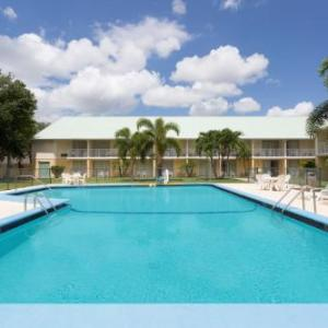 Howard Johnson By Wyndham Vero Beach /Downtown