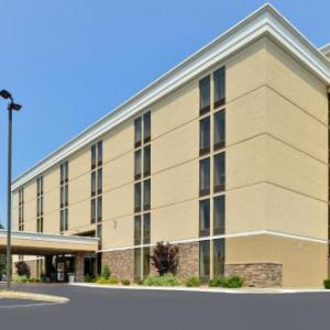 Assumption College Hotels - Holiday Inn Express Worcester