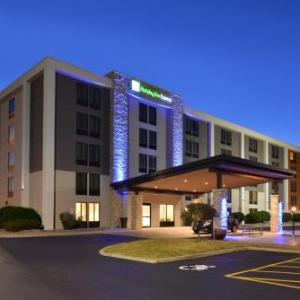 Monroe Community College Hotels - Holiday Inn Express Rochester - University Area