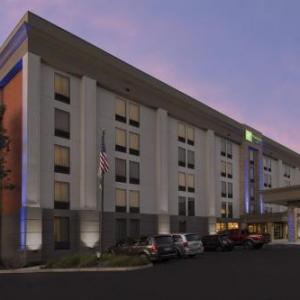Hotels near Lawrence Veterans Memorial Stadium - Holiday Inn Express Lawrence-Andover
