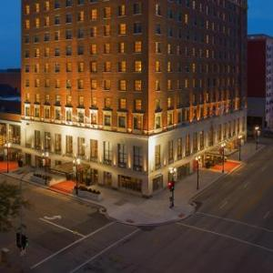 O'Brien Field Hotels - Peoria Marriott Pere Marquette
