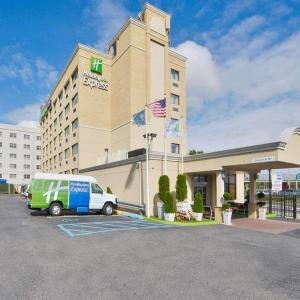 Hotels near Forest Hills Stadium - Holiday Inn Express Laguardia Airport