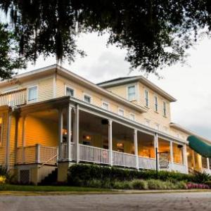 Apopka Amphitheater Hotels - Lakeside Inn on Lake Dora Is OPEN Offering Indoor and Outdoor Dining Options