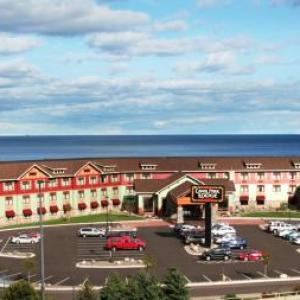 Hotels near Norshor Theatre Duluth - Canal Park Lodge