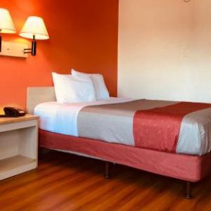 Motel 6-Madison Heights MI - Detroit Northeast