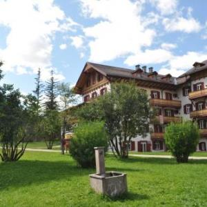 Book Now Villaggio Turistico Ploner (Carbonin, Italy). Rooms Available for all budgets. Set in the Tre Cime nature protection area Villaggio Turistico Ploner offers self-catering accommodation. It features a seasonal indoor pool and a wellness centre. Private par