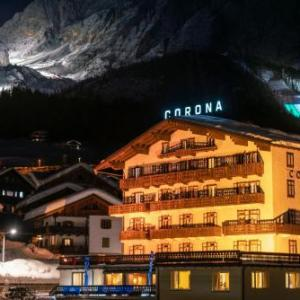 Book Now Hotel Corona (Cortina d'Ampezzo, Italy). Rooms Available for all budgets. Only 500 metres from the Tofana-Socrepes ski area Hotel Corona is less than a 10-minute walk from Cortina d'Ampezzo town centre. It offers rooms with mountain views and a trad