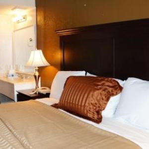 Longview Lake Hotels - Americas Best Value Inn & Suites Kansas City