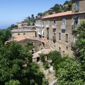 Book Now Il Cortile (Pollica, Italy). Rooms Available for all budgets. Featuring a garden Il Cortile offers classic accommodation in Pollica. A bus that takes you to Acciaroli Salerno and Agropoli stops 20 metres from the property.All rooms here