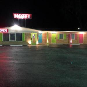 Hotels near Missouri State Fair - Laci's Country Inn - Knob Noster