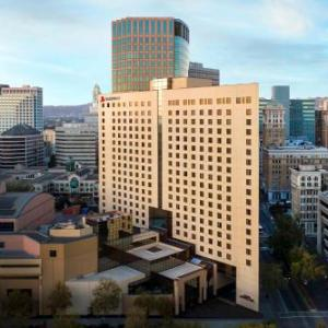 Hotels near First Unitarian Church of Oakland - Oakland Marriott City Center
