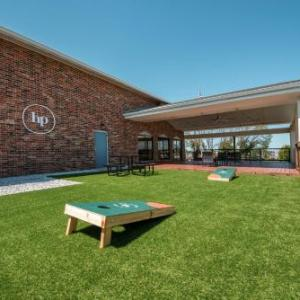 National Balloon Museum Hotels - Apple Tree Inn