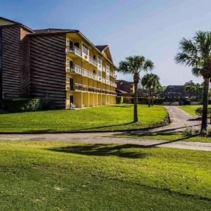 Hotels near First Baptist Church Naples - Quality Inn and Suites Golf Resort